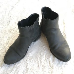 Roxy charcoal ankle boot